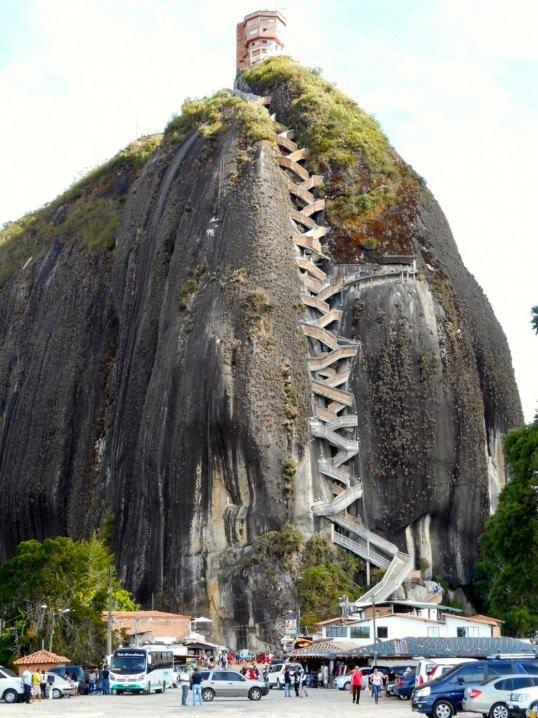 Piedra del Peñol - Women traveling solo in Colombia