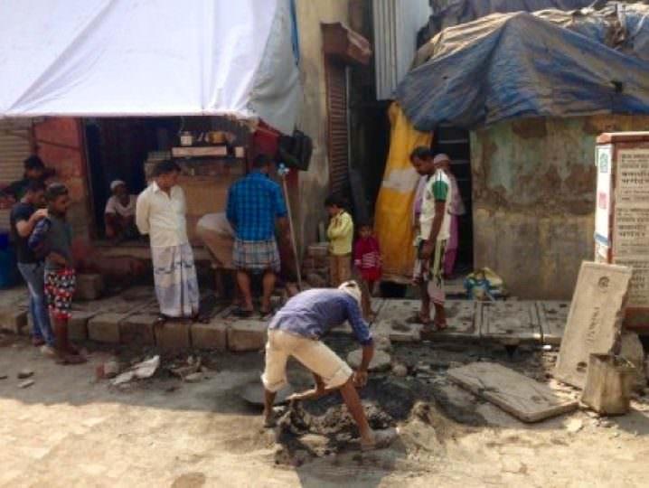 Builders working in Baignawadi