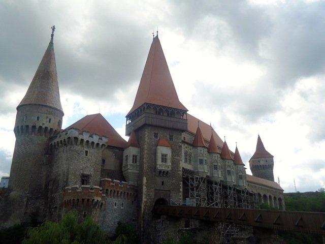 Hunyad Corvin, Romania